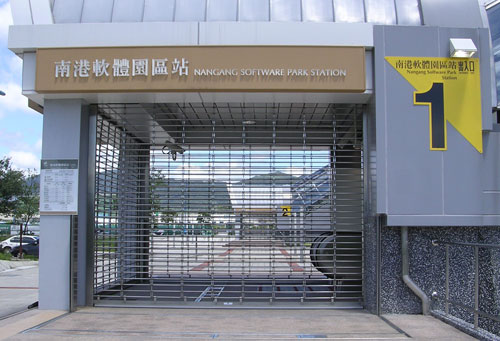 photo of an entrance to the 'Nangang Software Park Station'